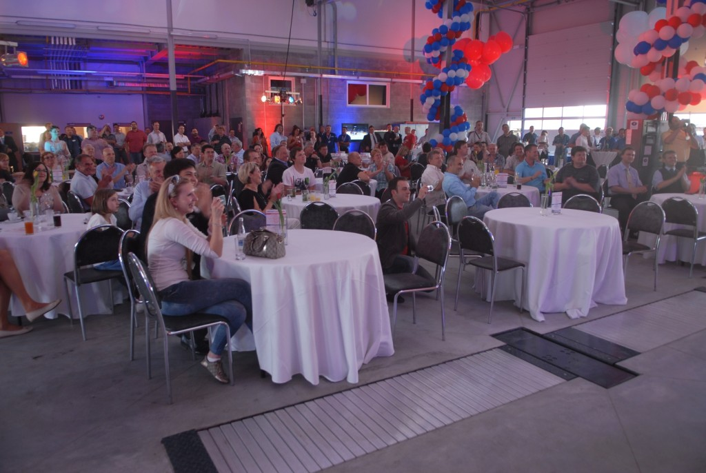 Všichni hosté podpořili zahájení provozu nového servisu mohutným potleskem.